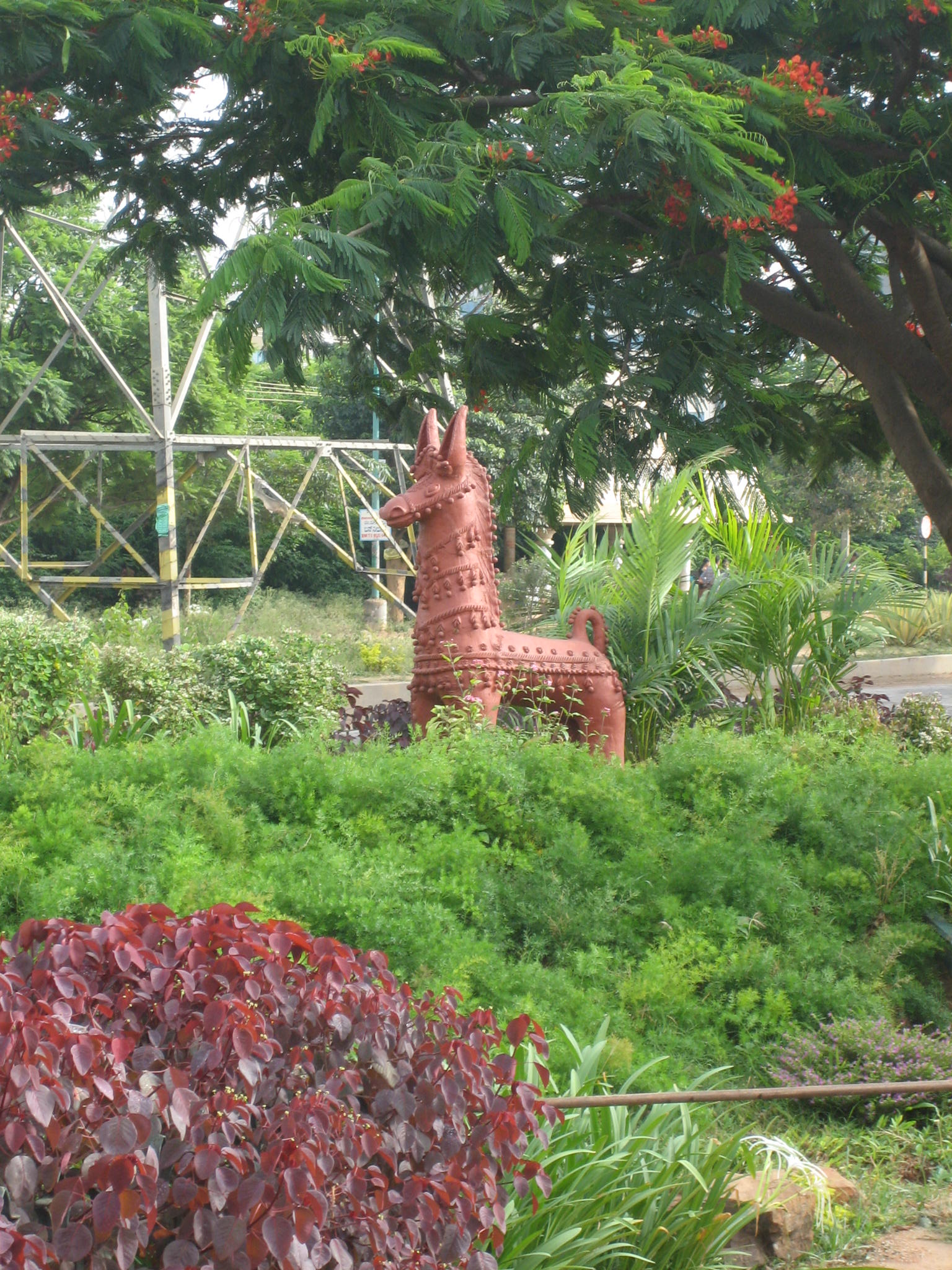 jolie sculpture devant l'hopital